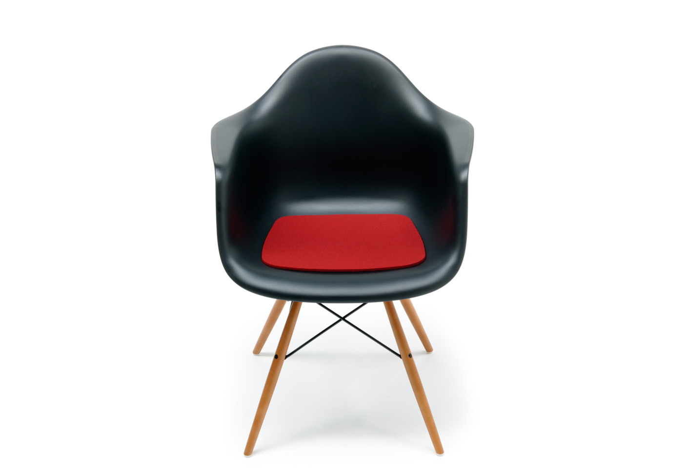 sitzkissen f r den eames plastic armchair dar von hey sign stylepark. Black Bedroom Furniture Sets. Home Design Ideas