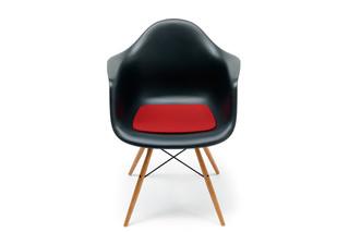 Sitzkissen für den Eames Plastic Armchair DAR  von  HEY-SIGN