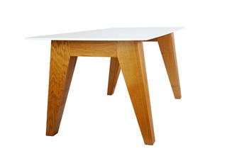Om 1.0 Table  von  HI-MACS®