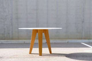 Om 3.0 Table  von  HI-MACS®