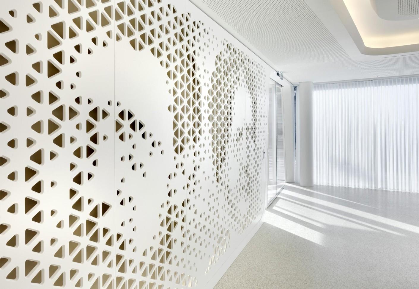 Solid Alpine White, Reiffeisen Zurich by HI-MACS®