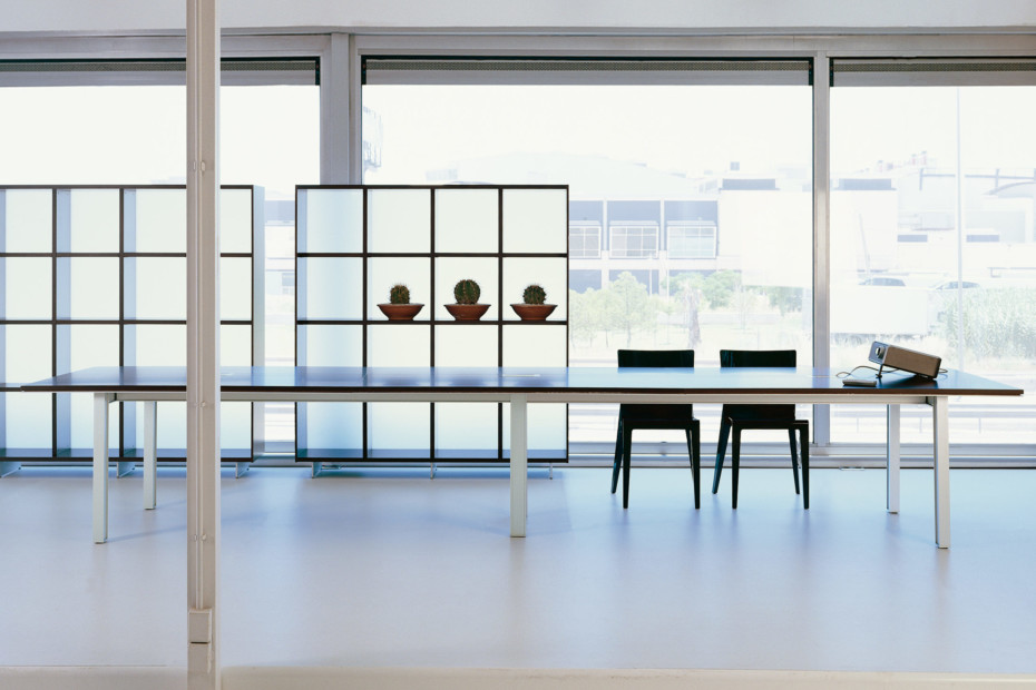 Plana conference table
