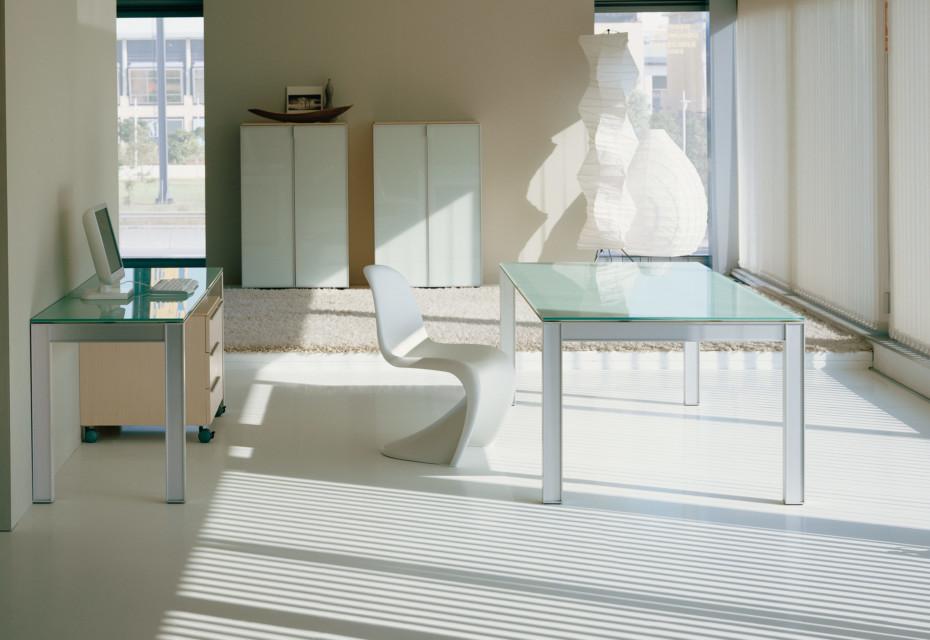 Plana glass table