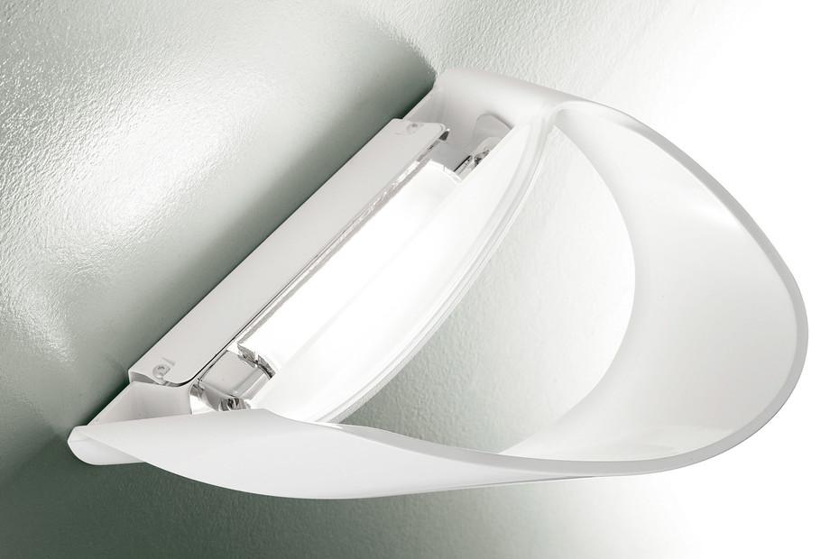 Flyer wall lamp