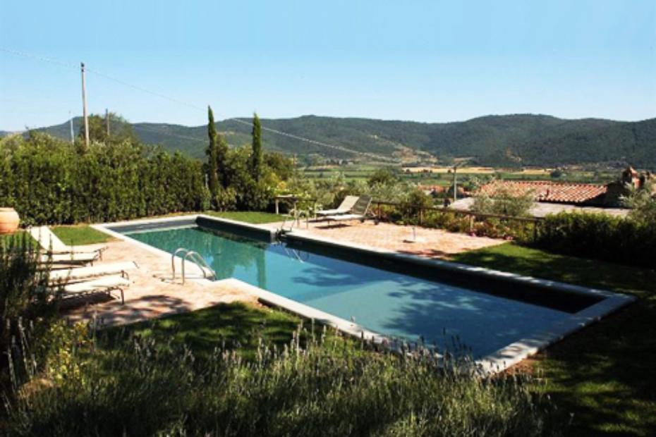 Klassisches Schwimmbecken beschichtet mit grauem PVC