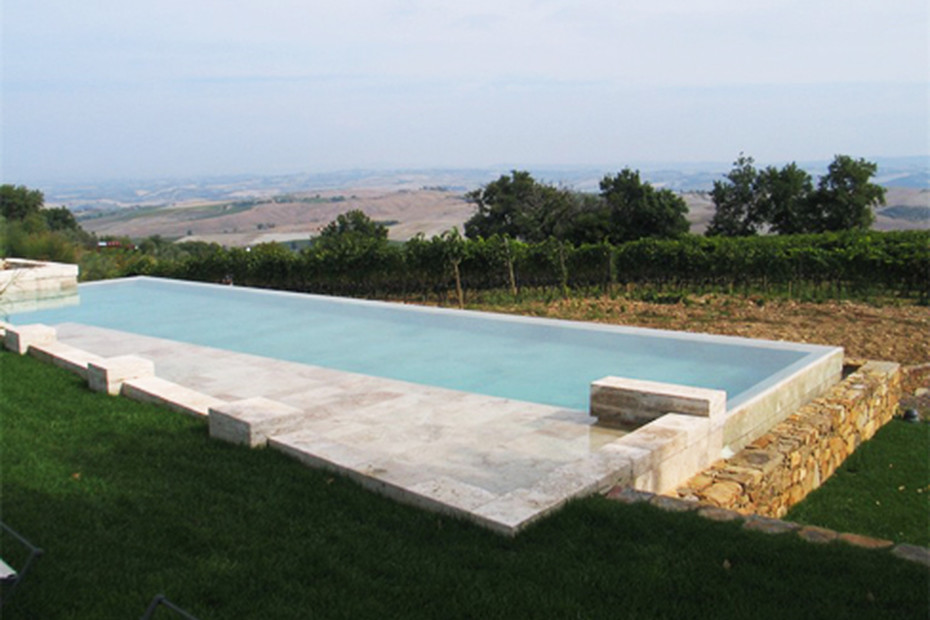 Overflow swimming pool coated in brown stone