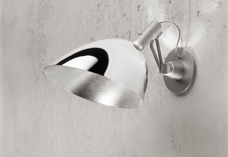 Tooling wall light