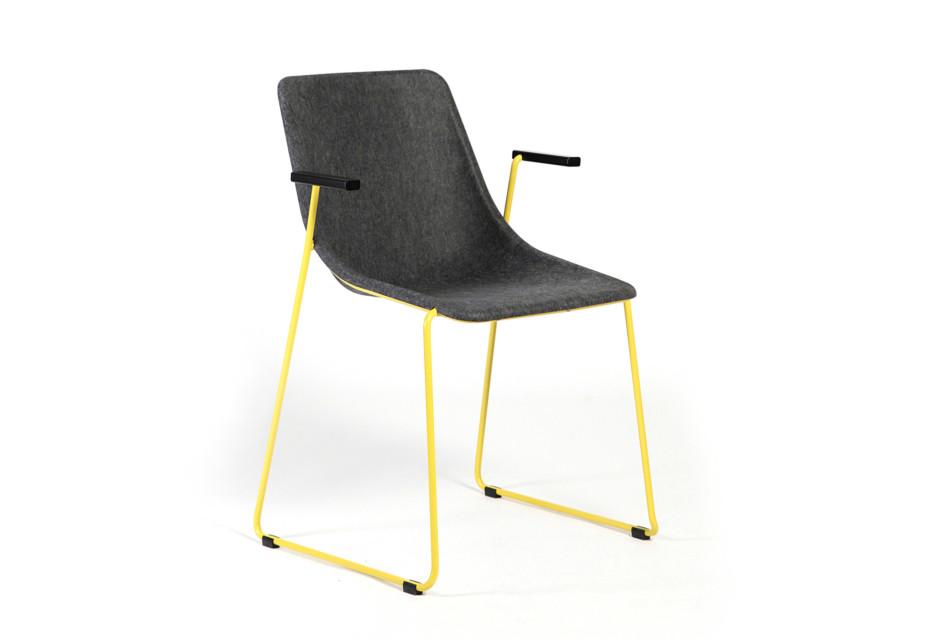 KOLA chair with armrests