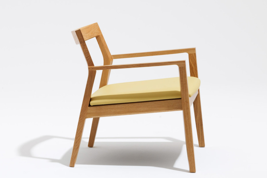 Krusin Lounge chair with armrests