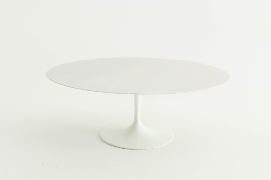 Saarinen Tulip outdoor dining table