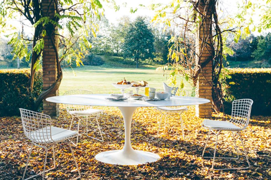 Saarinen Tulip outdoor dining table