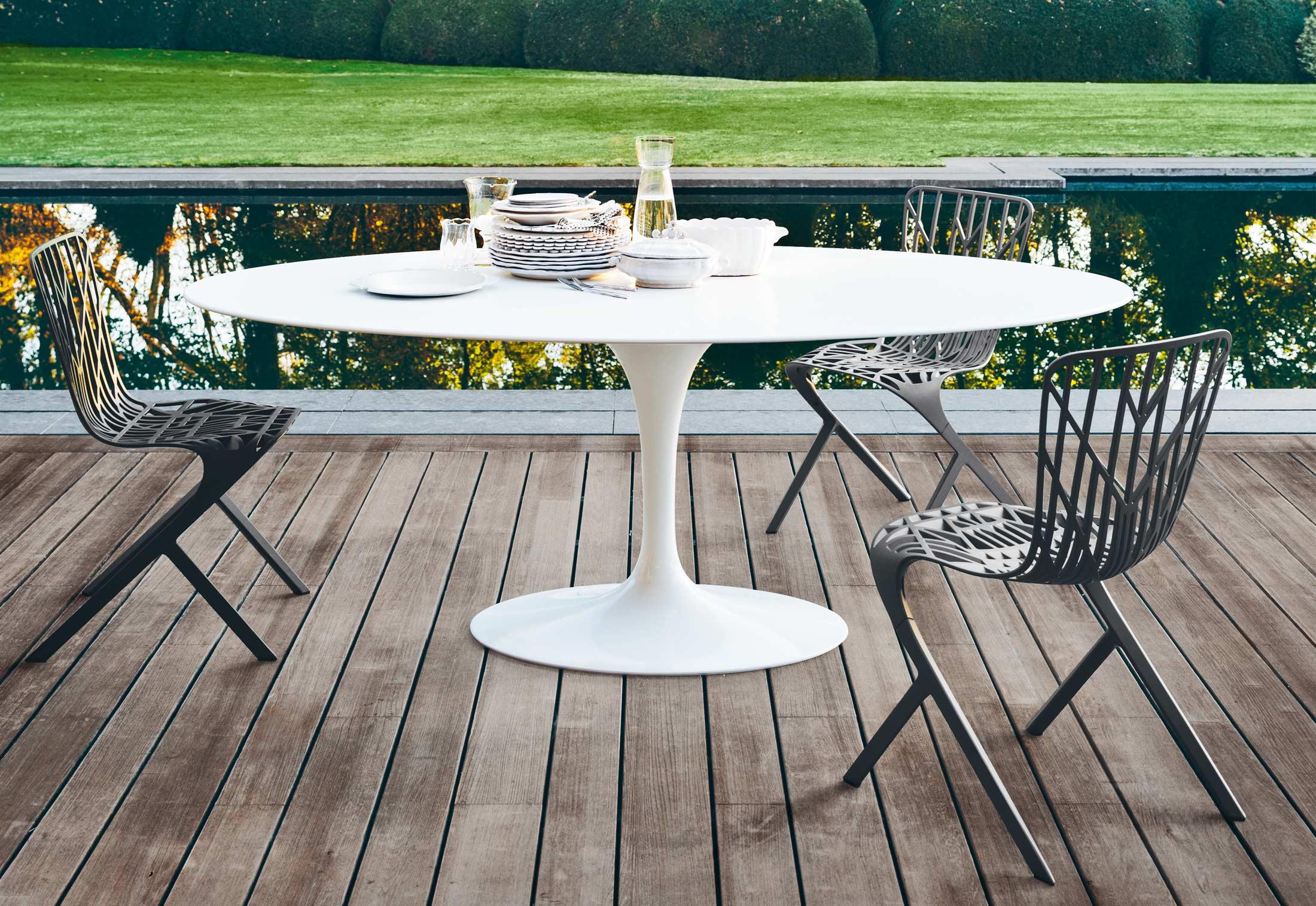Saarinen Tulip outdoor dining table by Knoll | STYLEPARK