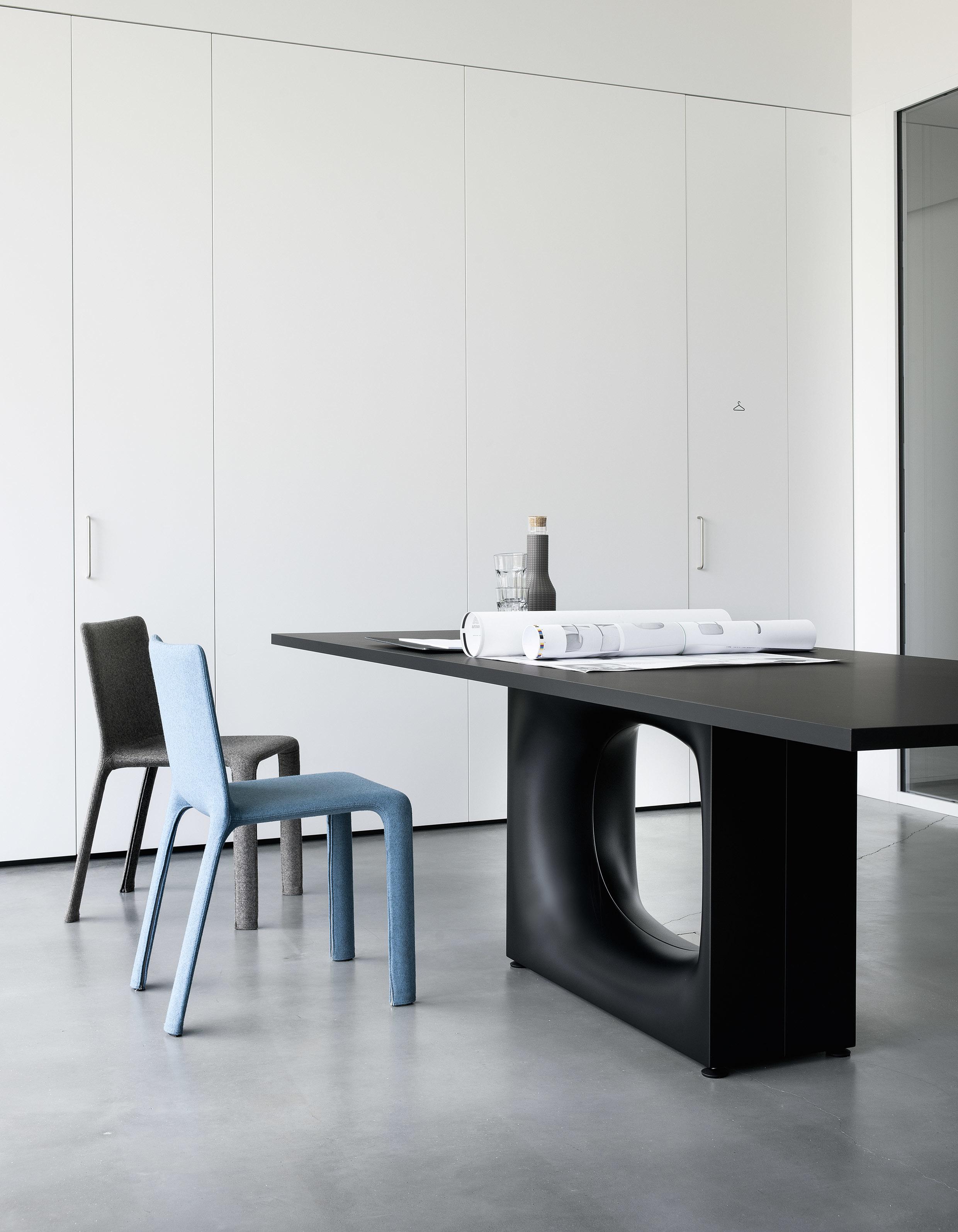holo tisch von kristalia stylepark. Black Bedroom Furniture Sets. Home Design Ideas