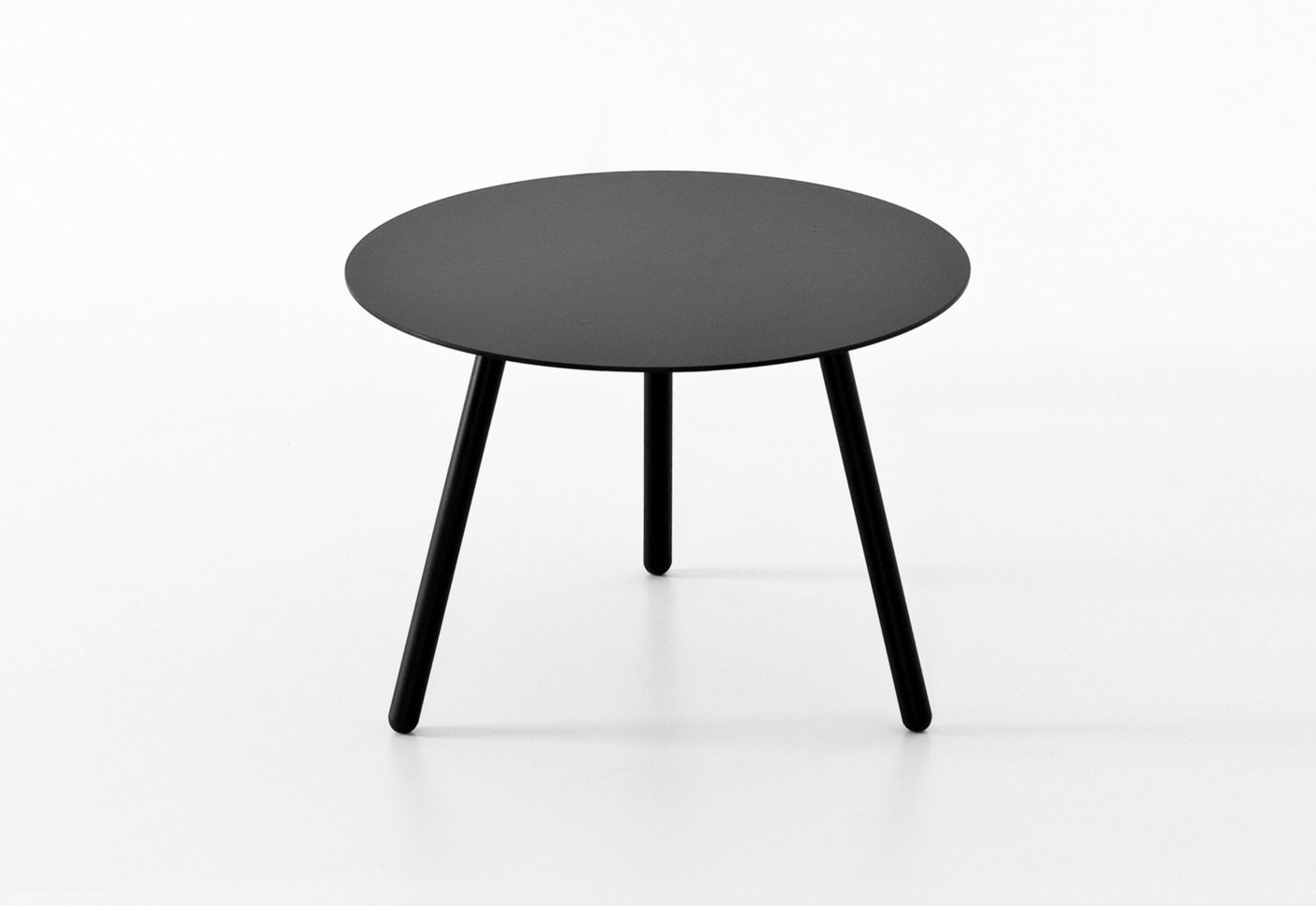 Bcn coffee table by kristalia stylepark for Table kristalia