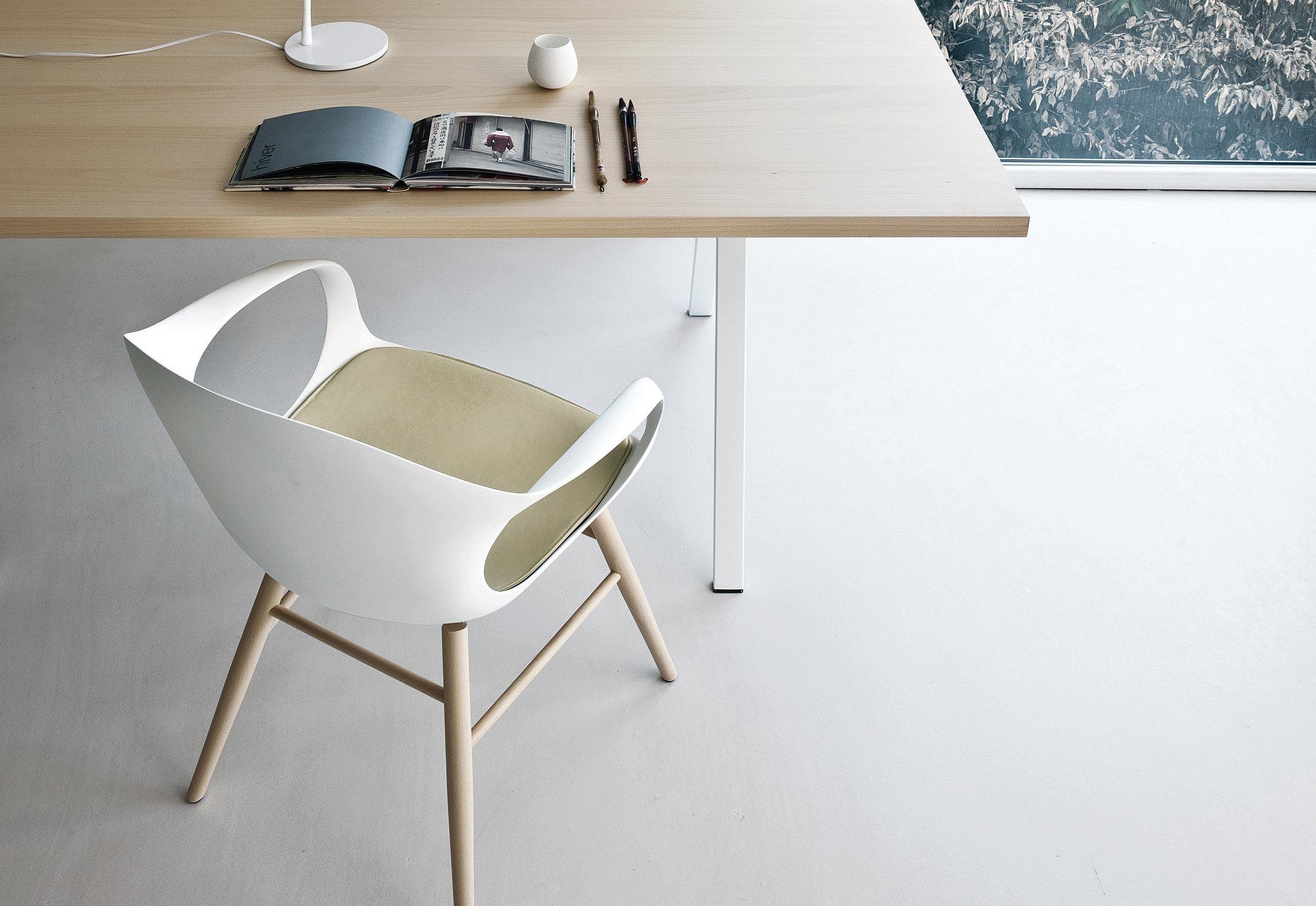 elephant wood base von kristalia stylepark. Black Bedroom Furniture Sets. Home Design Ideas