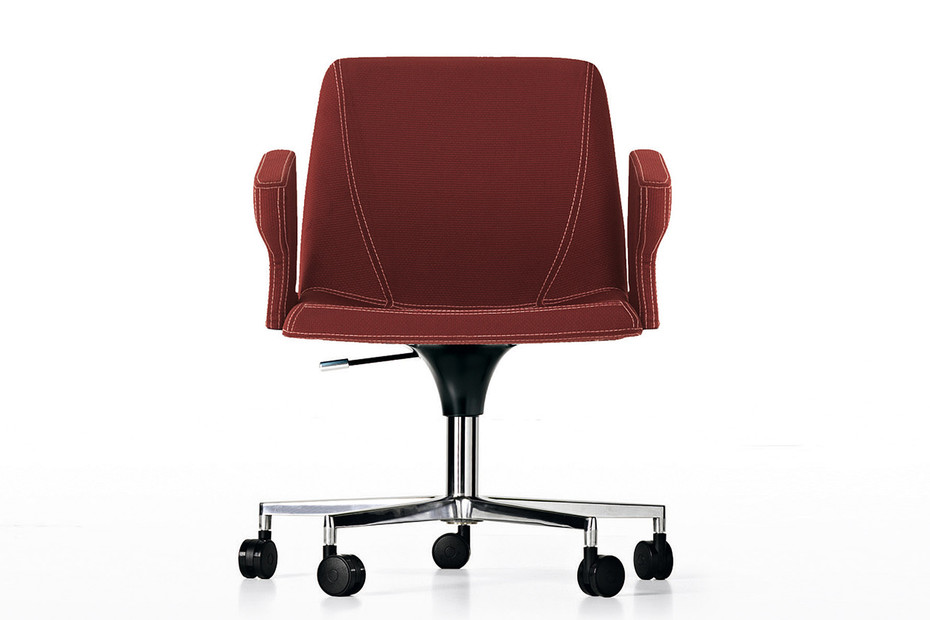 Plate swivel chair on wheels