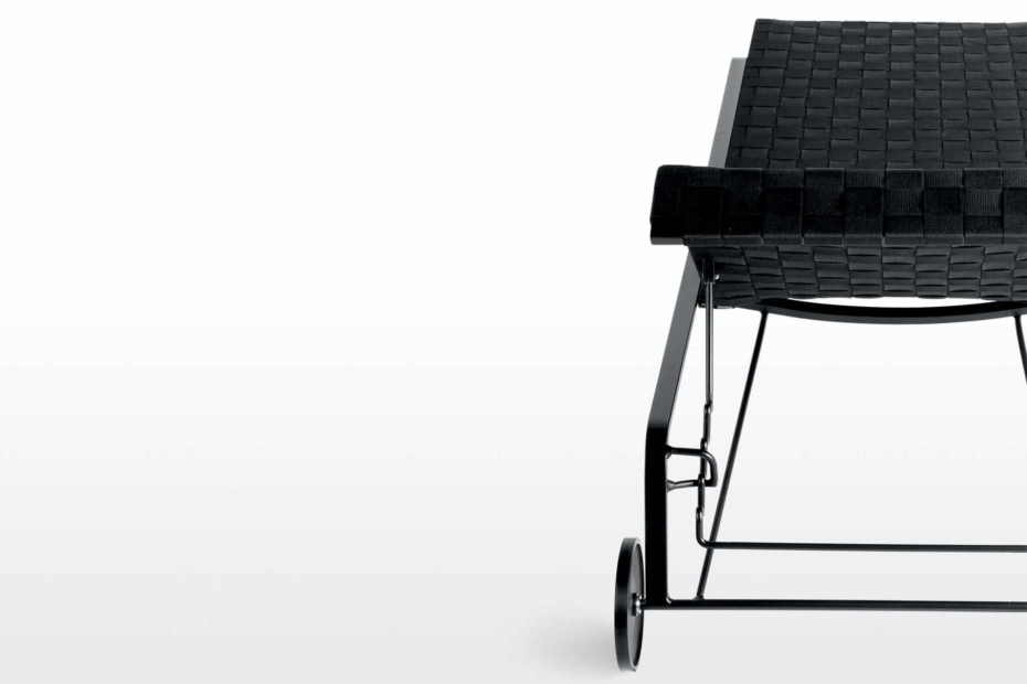 Rest lounger with wheels