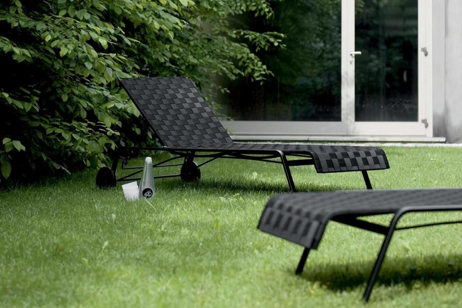 rest liege mit rollen von kristalia stylepark. Black Bedroom Furniture Sets. Home Design Ideas