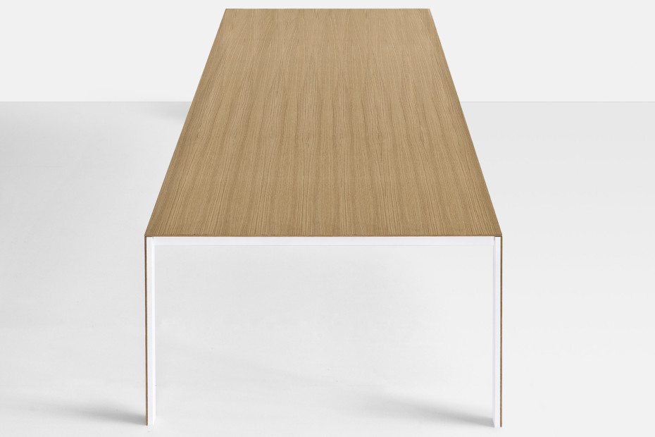 Thin-k wood Tisch