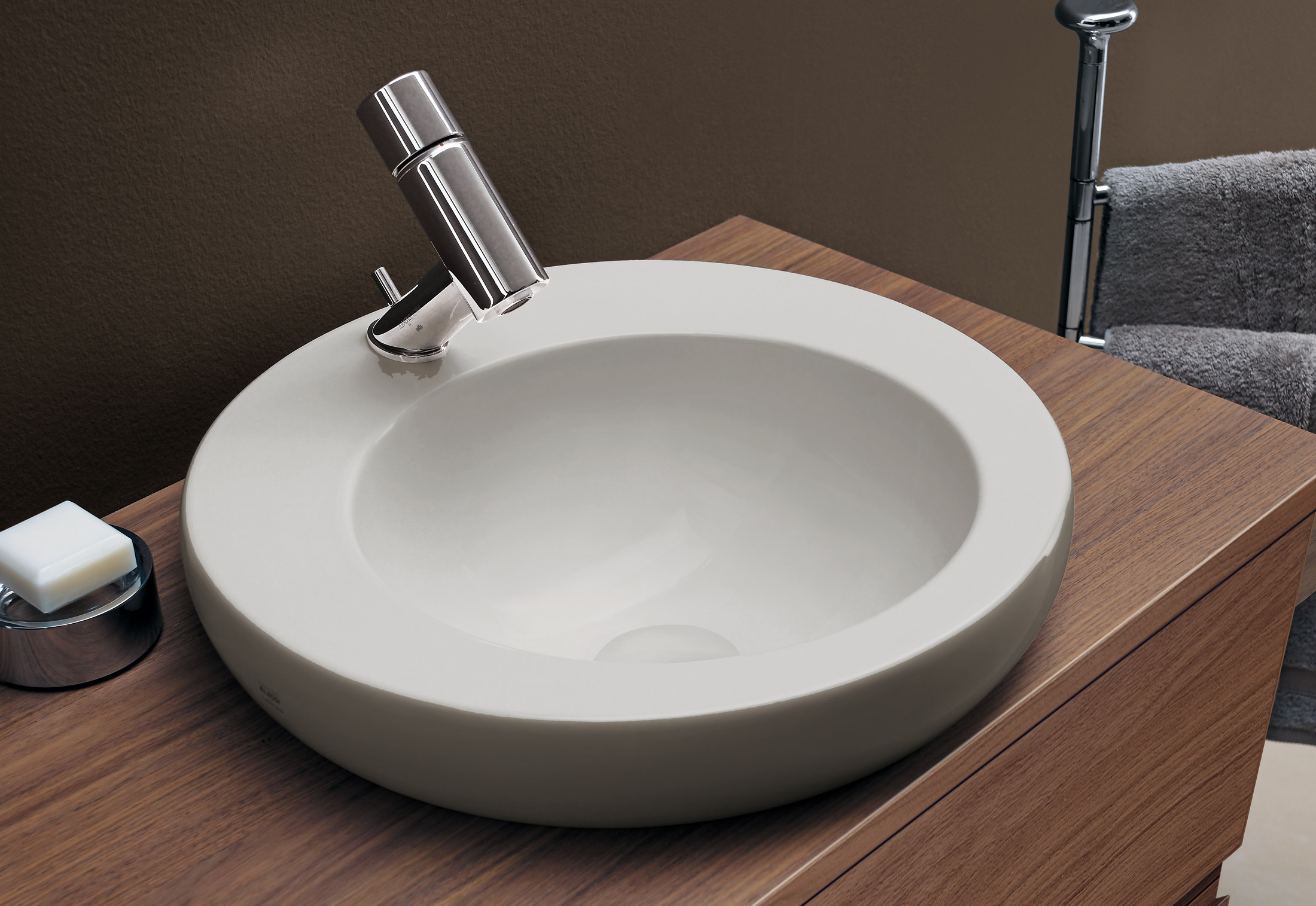 https://cdn.stylepark.com/manufacturers/l/laufen/produkte/il-bagno-alessi-one-double-washbasin-bowl/il-bagno-alessi-one-double-washbasin-bowl-2.jpg