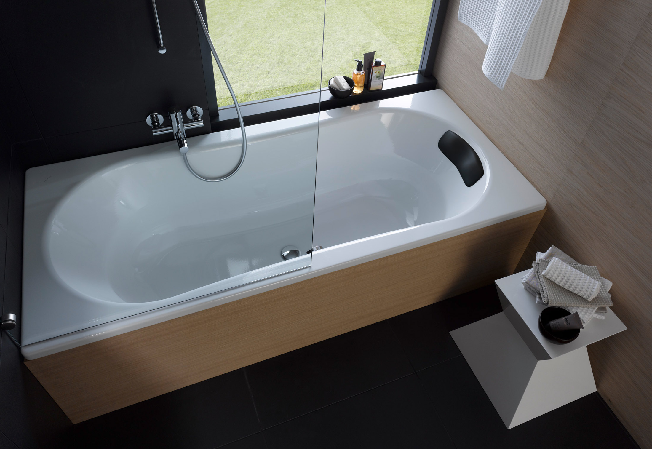 Laufen Solutions steel tub by Laufen | STYLEPARK