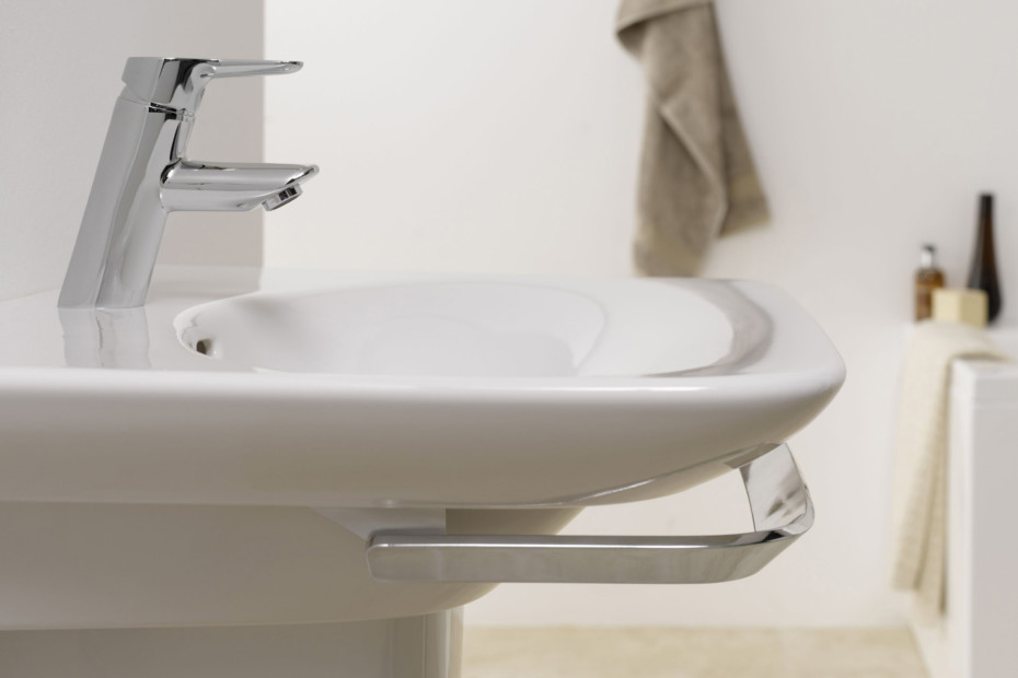 Palace washbasin with towel rail
