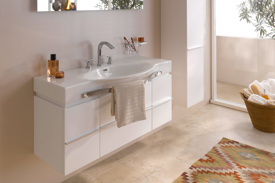Palace washbasin with towel rail