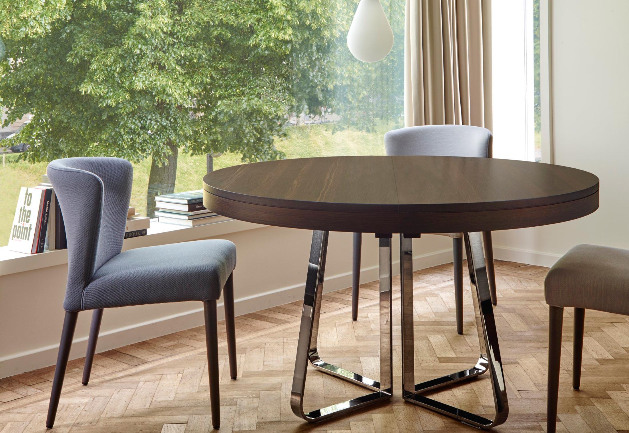 Ava by ligne roset stylepark for Table salle a manger ligne roset