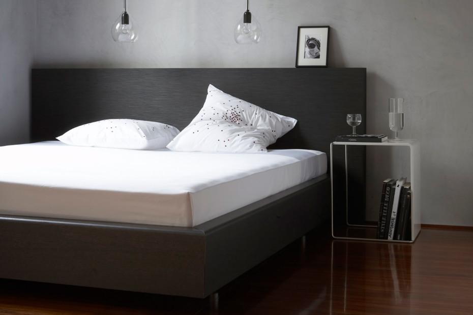CINELINE Bed