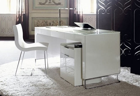 hyannis port desk by ligne roset stylepark. Black Bedroom Furniture Sets. Home Design Ideas