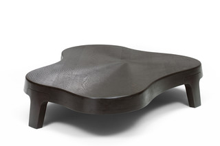 Isola coffee table  by  Linteloo
