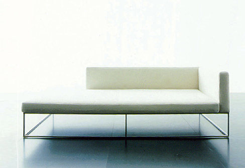Le chaise longue by living divani stylepark for Chaise longue manufacturers