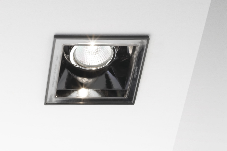 Axis ceiling light