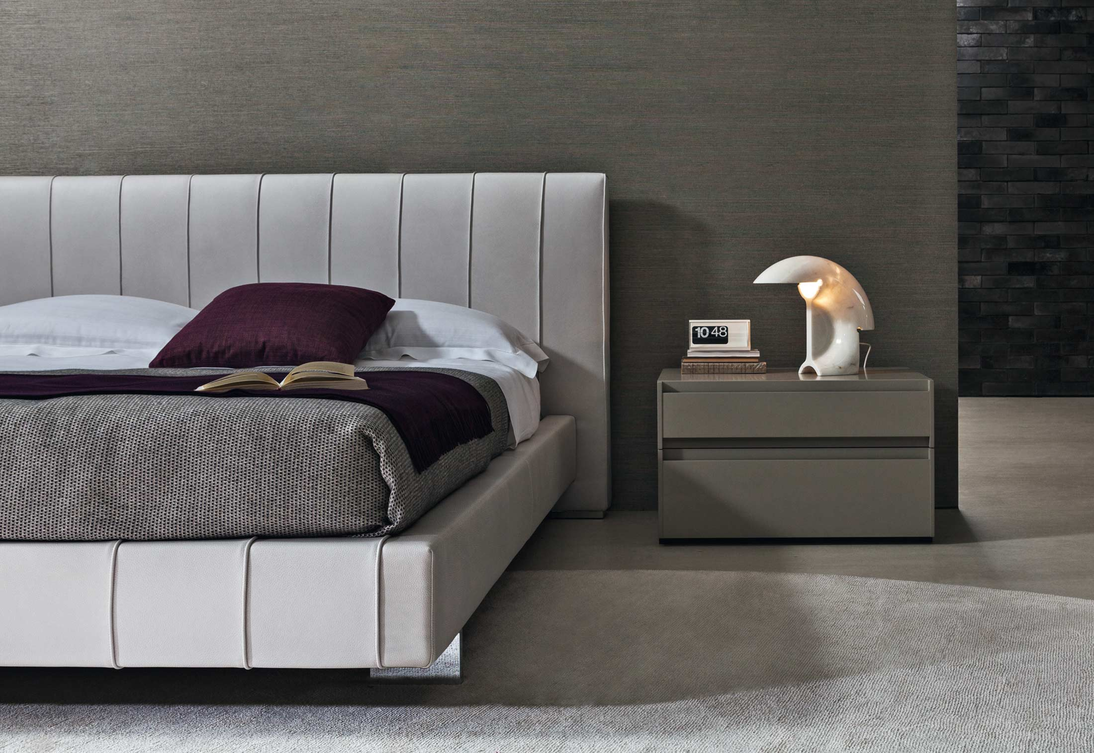 high wave bed by molteni c stylepark. Black Bedroom Furniture Sets. Home Design Ideas