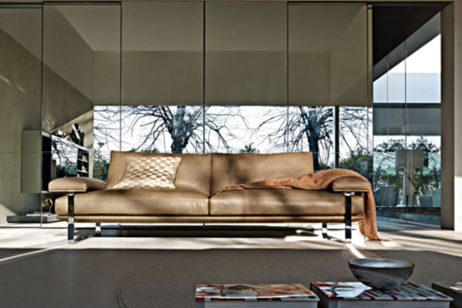 Still Sofa