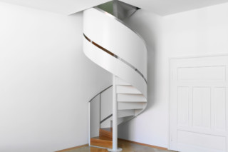 Corkscrew stair railing, Munich  by  Nautilus