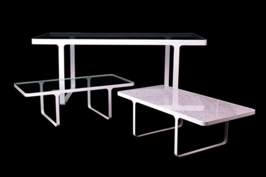 Trace dining Table