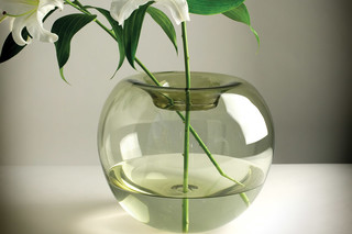 Stamen Vase  von  Niche Modern