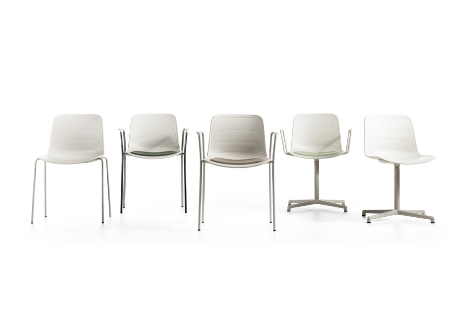 Grade with cross base and armrests