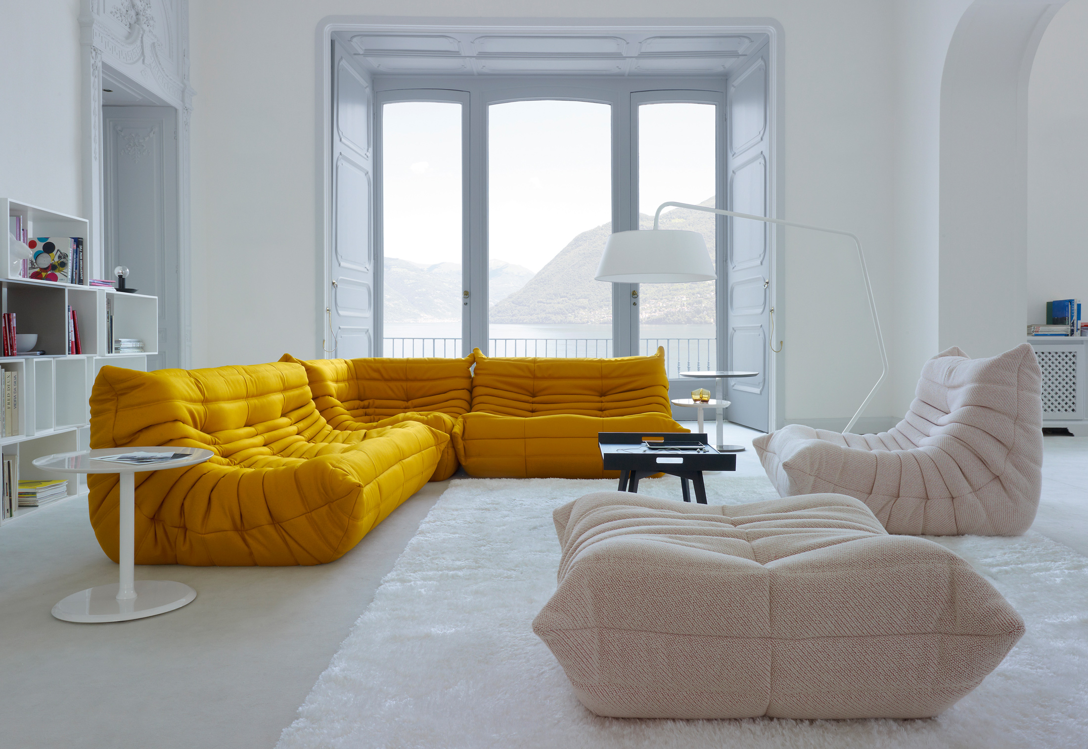 togo hocker von ligne roset stylepark. Black Bedroom Furniture Sets. Home Design Ideas