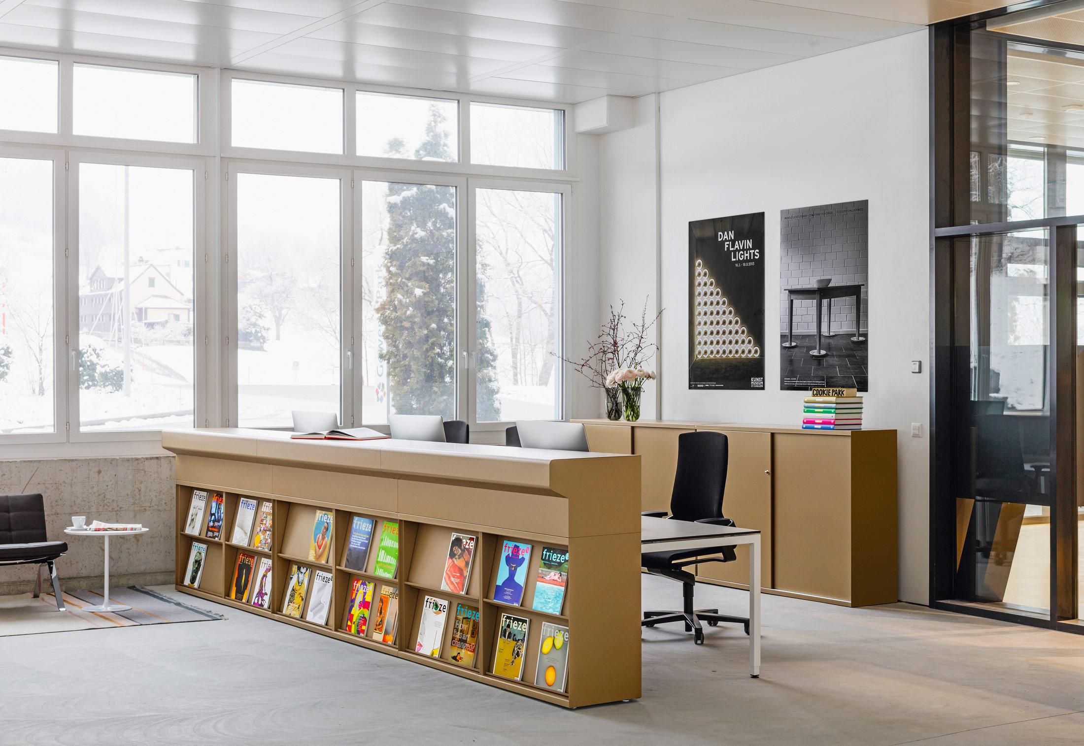 lo one offener schrank von lista office lo stylepark. Black Bedroom Furniture Sets. Home Design Ideas