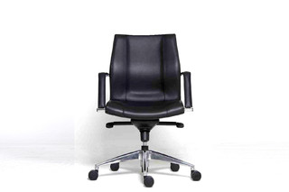 M Chair  von  Nurus