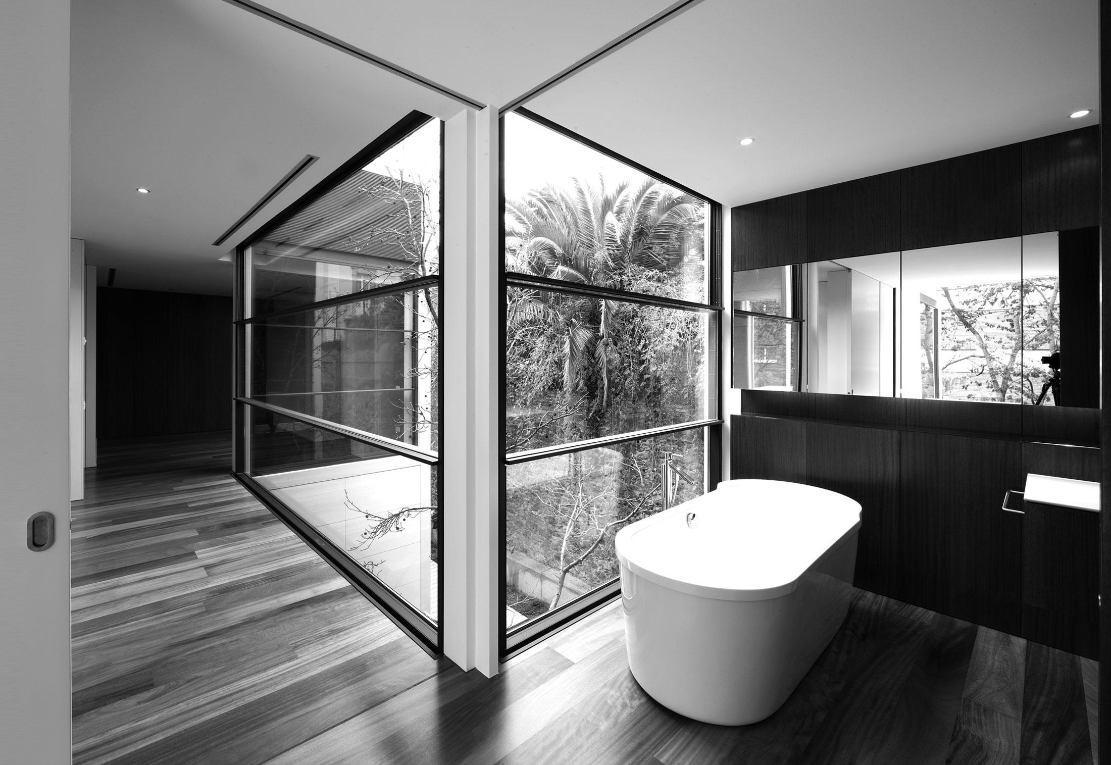 Aluminium Sash Windows : Aluminium sash window f house by panoramah stylepark