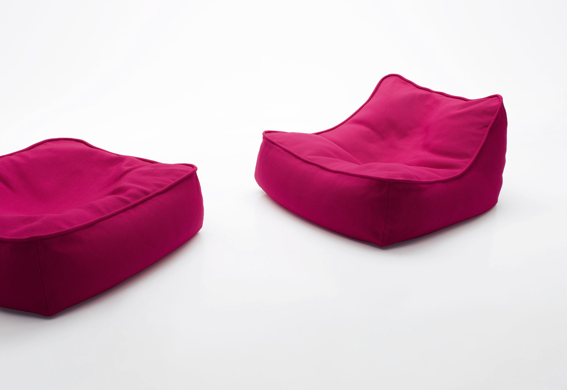 float easy chair by paola lenti stylepark. Black Bedroom Furniture Sets. Home Design Ideas