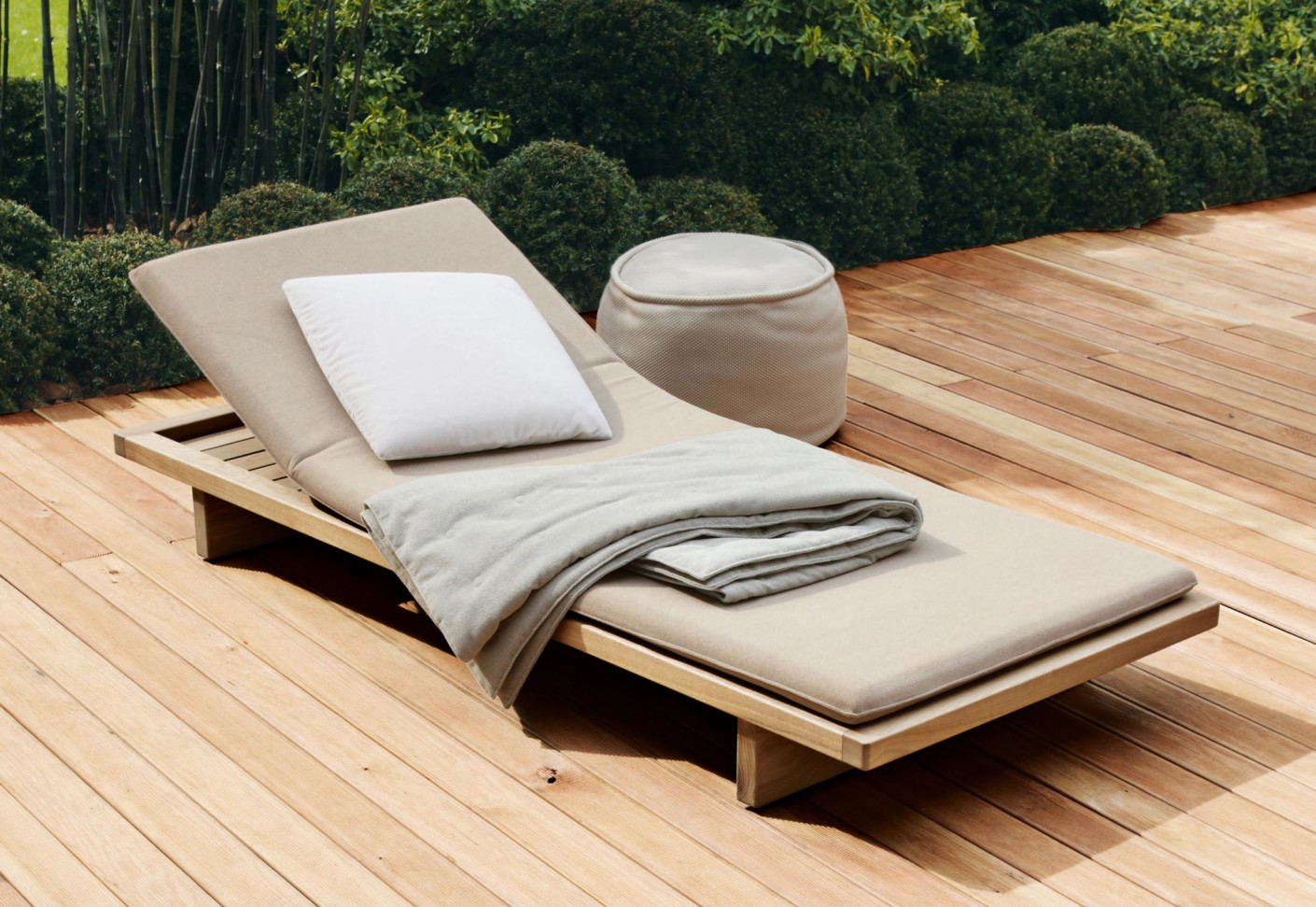 sabi sunbed by paola lenti stylepark. Black Bedroom Furniture Sets. Home Design Ideas