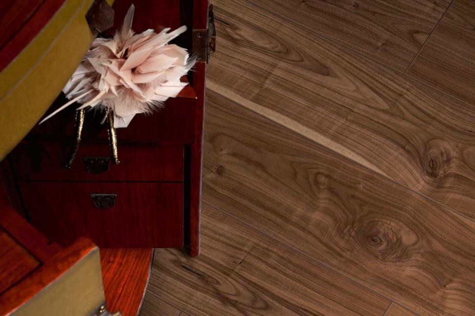 Laminat Classic 1050 walnut natur plank
