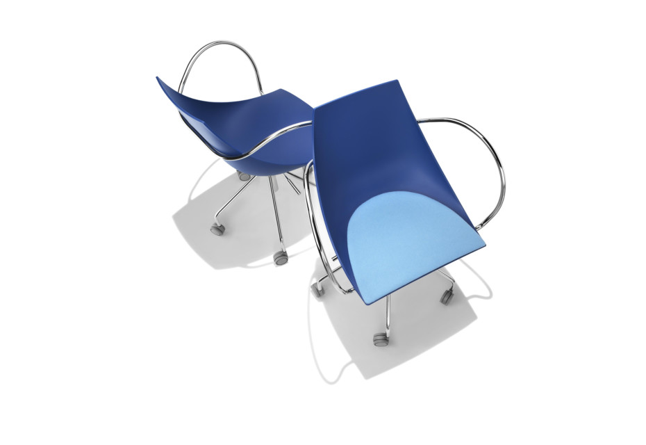 Koop on wheels with armrests