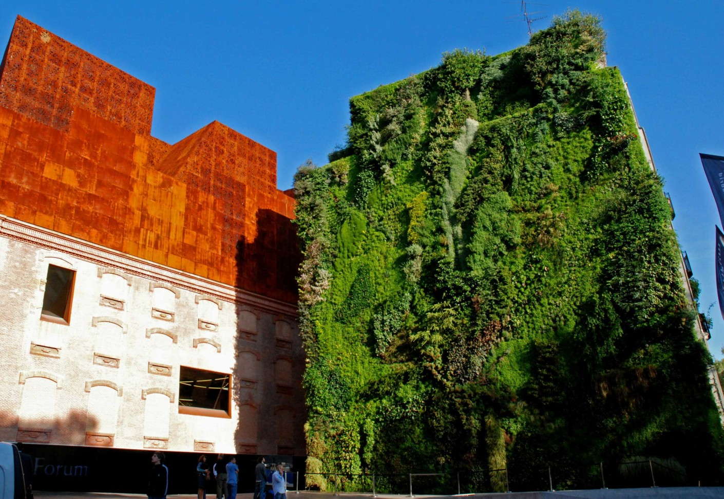 Caixa forum madrid by patrick blanc vertical garden - Garden center madrid ...