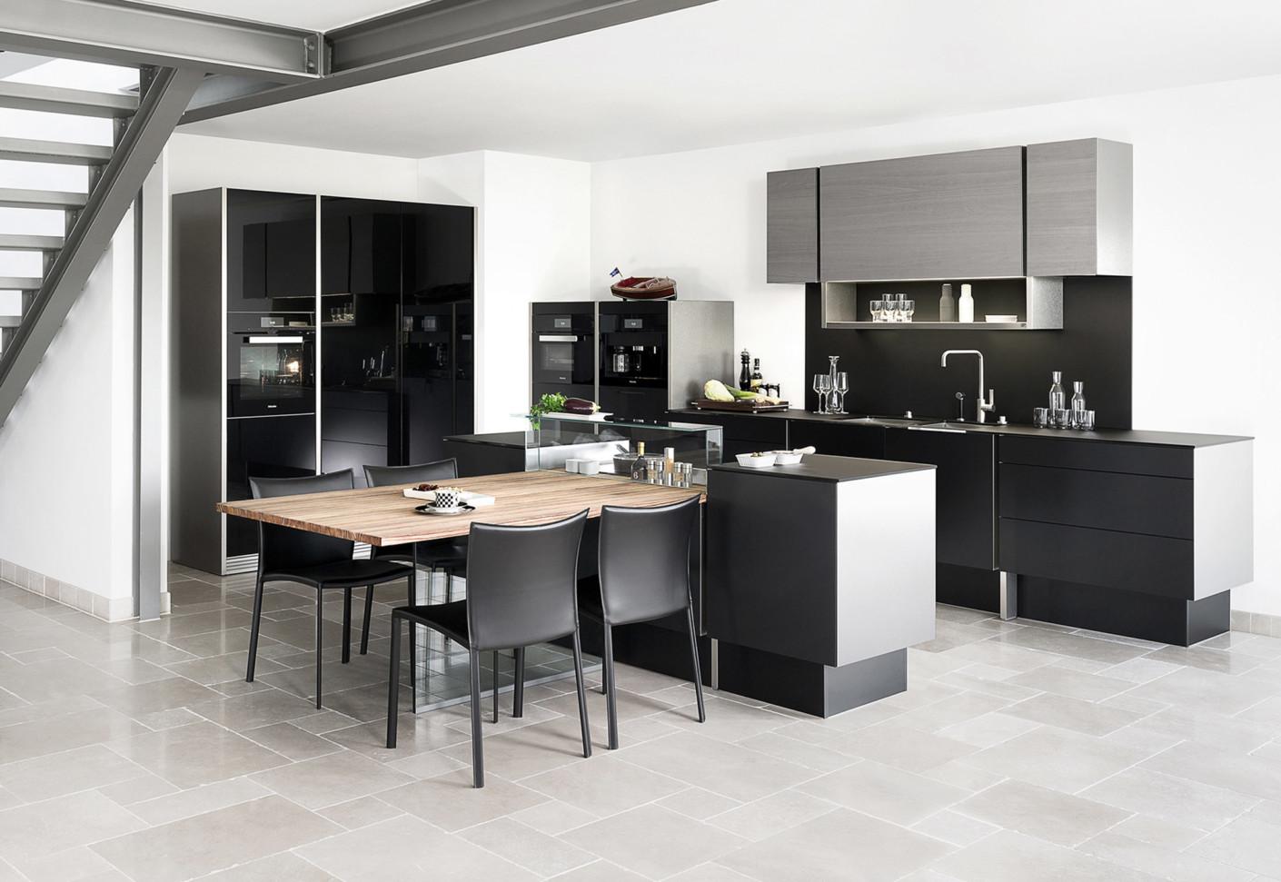 P´7350 schwarz Design by Studio F. A. Porsche von Poggenpohl | STYLEPARK