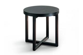 Yard side table circulur  by  Poliform